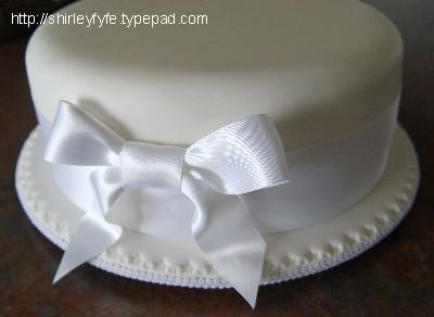 Wide_ribbon_cake